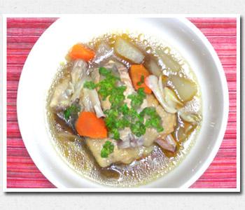 手羽先と根菜の煮込みスープ